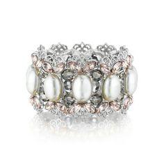 Chloe + Isabel Filigree + Pearl Stretch Bracelet Find and buy here: https://www.chloeandisabel.com/boutique/emilyryan#28166