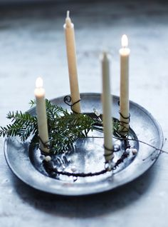 Tante S!fr@ loves this pin xmas deco Minimal Christmas, Natural Christmas, Noel Christmas, Scandinavian Christmas, Simple Christmas, All Things Christmas, Winter Christmas, Christmas Crafts, Scandinavian House