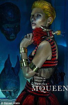 Kate Moss irriconoscibile e noir per Alexander McQueen | Gossip - Rumors - Scoop - News