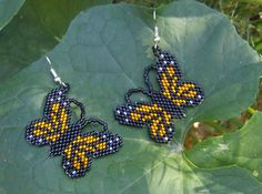 These pretty butterfly earrings are done in the brick stitch with size 11 delica glass seed beads. The colors that I have used are black, silver, lined crystal, and silver lined squach. They measure 1 1/4 long. The designer is Rita Sova. Thank you for looking at my bead work. Have a blessed day.