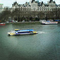 Rio Tamisa em Londres visto da London Eye, terceira maior roda gigante do mundo e um dos pontos turísticos mais visitados na cidade nos últimos anos. É  imperdivel pois proporciona uma vista fantástica dessa cidade maravilhosa. #riotamisa #tamisariver #london🇬🇧 #londres🇬🇧 #londoneye #photography #rbbv #abbv #rbbviagem #blogsdeviagem #blogueirosdeviagens #dicasdeviagem #traveltips #travelers  #travelblogger #umasenhoraviagem
