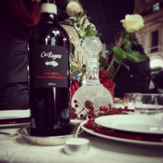 Thank's to @lagiaiapi: she participated with our Amarone to a special dinner called #cenaconme in Vittorio Emanuele Gallery in Milan: an evening in which people celebrated the color red and the colour black, organized in a simple way, using only social networks' word-of-mouth. A great success! #milan #event #milanodowntown #details #wineweekend #winelovers #Amarone #redandblack #red # #wineoclock #secret #igers #igersmilano #instamood