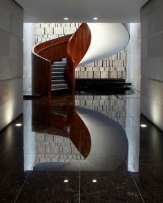 Las Alcobas delivers quiet luxury with an intimate atmosphere: 31 spacious rooms and four suites with polished wooden furnishings. Interior Stairs, Interior And Exterior, Interior Design, Design Interiors, Modern Staircase, Staircase Design, Spiral Staircases, Stair Design, Hotel Architecture