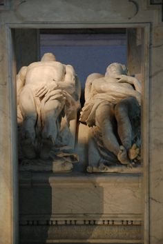tomb of Cathérine de' Medici and Henri II of France at Basilica St. Denis