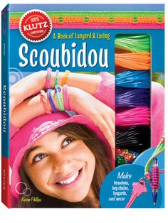 Scoubidou is plastic cord that is round, hollow and much more cooperative than yesterday's lanyard. The book Scoubidou comes with 120 feet of it, in six candy-bright colors and three different finishes (glow-in-the-dark, glitter and pearl). Ponytail Holders, Dresses With Leggings, Craft Kits, Craft Ideas, Baby Clothes Shops, Kids Toys, Baby Kids, Products, Scoubidou