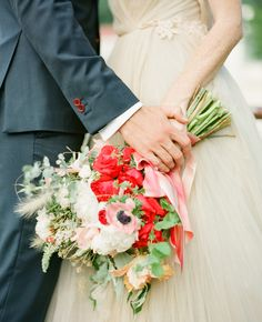 Seriously love these colors and flowers. Photo: KT Merry // Featured: The Knot Blog