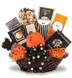 Halloween themed gift baskets for kids and adults. Candy Gift Baskets, Kids Gift Baskets, Themed Gift Baskets, Gourmet Gift Baskets, Basket Gift, Halloween Gift Baskets, Halloween Gifts, Halloween Ideas, Halloween Goodies