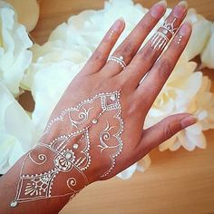 In love with this white bridal henna @vegas_nay @aroosa_shahid