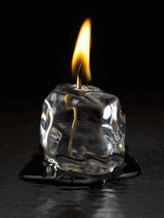 異案として、ガラス瓶で不定形なものが入手できれば実現可能か Icecandle. それにしても本当に氷なのか。 寒天状ろうそくで代替可能性がある。