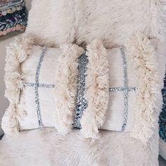 New diy pillows bed ideas Boho Cushions, Diy Pillows, Decorative Pillows, Throw Pillows, Moroccan Wedding, Wedding Pillows, Pillow Room, Moroccan Decor, Boho Diy