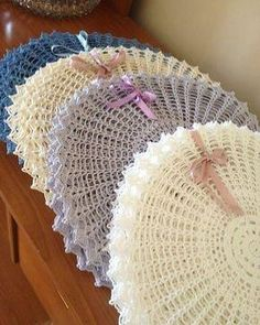 Immediately try this Easy DIY Holiday Crafts! Crochet Placemats, Crochet Doily Rug, Love Crochet, Knit Crochet, Crochet Patterns, Crochet Decoration, Crochet Home Decor, Decoration Table, Diy Lace Doily Bowl