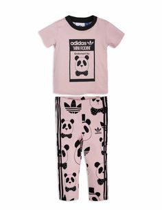 Limited edition set in pink. The leggings have an allover panda print designed by Mini Rodini and adidas' iconic 3-stripes on both sides.