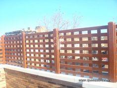 vayado de madera en cuadrícula Multi Story Building, Wood, Home, Grid, Verandas, Picket Fences, Decks