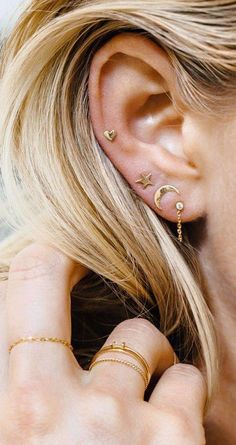 10 unique and beautiful ear piercing ideas, from minimalist studs to extravagant jewels - PIERCINGS - Piercing Oreja Ear Jewelry, Cute Jewelry, Jewelery, Jewelry Accessories, Jewelry Box, Silver Jewellery, Pandora Jewelry, Jewelry Ideas, Jewelry Websites