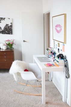 30 Chic Workspaces From Pinterest and Instagram | StyleCaster #flatlay #flatlays #flatlayapp www.flat-lay.com