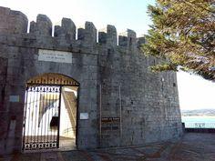 Siguen las jornadas de puertas abiertas del Fuerte de San Martín y de la Batería Alta. Te esperamos de 11h a 14h y de 16h a 19h.  En Semana Santa... #santoñateespera