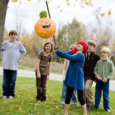 Halloween Pinata-Pumpkin party game PLUS 33 Fun Halloween Games, Treats and Ideas for your Halloween Party Comida De Halloween Ideas, Halloween Party Activities, Halloween Games For Kids, Kids Party Games, Holidays Halloween, Halloween Crafts, Halloween 2020, Fun Games, Happy Halloween