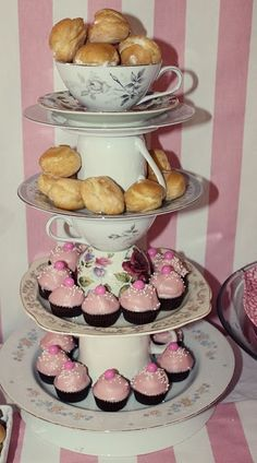 This would be adorable to serve food at an Alice in Wonderland tea party or a princess tea by karla