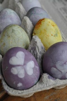 Coloring eggs naturally