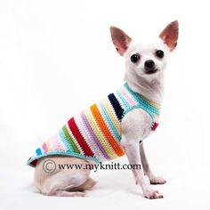Hemos añadido esta ropa del perro del arco iris taza de té a nuestra nueva colección. Tiempo para una divertida y colorida mezcla de hilado. Diseñado y hecho a mano de ganchillo por Myknitt diseñador de ropa para perros. Hecho de material 100% algodón hilado, no estira. Muy cómoda de usar