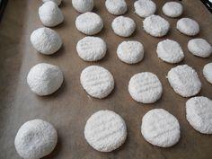 Biscuiti cu cocos - CAIETUL CU RETETE Coco, Biscuit, Desserts, Cakes, Recipes, Tailgate Desserts, Deserts, Cake Makers, Kuchen
