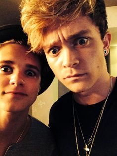 Brad Simpson and Connor Ball possibly in late 2014 Tristan The Vamps, Bradley The Vamps, Bradley Simpson, Will Simpson, Bae, Beautiful Voice, Beautiful People, 1d And 5sos, Man Crush