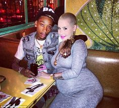 Wiz Khalifa and pregnant  Amber Rose.
