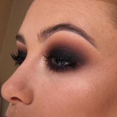 makeup looks Sultry Black smokey eye look by Tallaght mua 🖤 Perfect for yo. Sultry Black smokey eye look by Tallaght mua 🖤 Perfect for your Christmas party 🎄 Call your nearest store to book in for… Black Smokey Eye Makeup, Black Eye Makeup, Smokey Eye For Brown Eyes, Makeup For Green Eyes, Smoky Eye Black, Black Makeup Looks, Formal Eye Makeup, Party Eye Makeup, Dramatic Smokey Eye