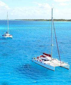 Entrepreneur Scott Leonard is running his business—and his family—while sailing around the world on a 50-foot catamaran.