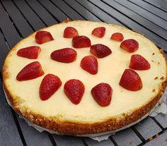 Koolhydraatarme cheesecake Breakfast Recipes, Dessert Recipes, Desserts, Gluten Free Recipes, Low Carb Recipes, Parmesan Chips, Low Carb Cheesecake, Go For It, Good Pizza