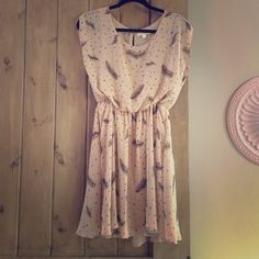 Lush Feather Print Dress Adorable dusty pink dress with feather print. So cute worn with sandals or black tights and a blazer in the winter. Gently worn in very good condition! Lush Dresses