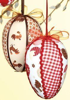 Patchwork-Eier im Landhaus-Stil Easter Projects, Easter Crafts, Christmas Crafts, Christmas Bulbs, Felt Crafts, Crafts To Make, Fabric Origami, Diy Ostern, Quilted Ornaments