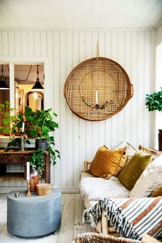 Ship Lap Walls, Modern Spaces, Home Photo, Dream Decor, Hanging Chair, Sweet Home, Living Room, Interior Design, Country