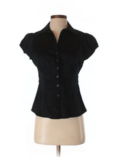 Check it out—Banana Republic Short Sleeve Button-Down Shirt for $16.99 at thredUP!