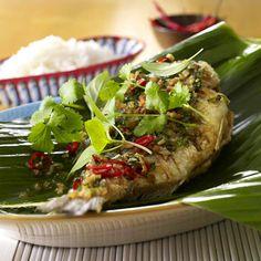 Unser beliebtes Rezept für Plaa Nin Laat Prik Bai Horapa (Fisch mit Chili-Basilikum-Sauce) und mehr als 55.000 weitere kostenlose Rezepte auf LECKER.de.