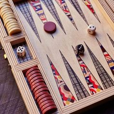 Backgammon Set (that is so incredibly visually pleasing its unbelievable) Backgammon, Decoupage Wood, Wood Games, Classic Board Games, Table Games, Game Tables, Cool Diy, Wood Art, Kids Playing