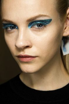 BACKSTAGE BEAUTY: SHIMMERY STATEMENT EYES | DIOR F/W 2014 - Le Fashion
