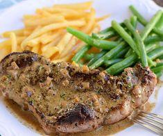 C'est une recette absolument parfaite pour manger un steak délicieux avec une bonne sauce au poivre facile à faire :) Steak Au Poivre, Beef Fajitas, Meatloaf, Carne, Bbq, Pork, Food And Drink, Menu, Healthy