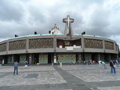 Esta é a nova basílica de N S Guadalupe na cidade do México. Foi construída logo ao lado da Antiga Basílica. Foto: Cida Werneck