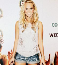 carrie underwood-my idol Concert Hairstyles, Ball Hairstyles, Fancy Hairstyles, Carrie Underwood, Let Your Hair Down, Simple Outfits, Hair Dos, Country Girls, Her Hair