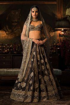 Sabyasachi Lehenga is one brand, that does not need an introduction. Sabyasachi Lehenga You might have seen a Sabyasachi bridal lehenga getting adorned by Sabyasachi Lehenga Cost, Lehenga Choli Online, Indian Lehenga, Bridal Lehenga Choli, Manish, Anarkali, Bollywood Lehenga, Sabyasachi Designer, Sarees