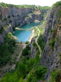 This is the most breathtaking landscape I have ever seen in the Czech Republic! It is forbidden to enter these former limestone quarries or even step closer but. Limestone Quarry, Day Trips From Prague, Weird Things, Czech Republic, Poland, Grand Canyon, River, Landscape, Places