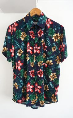 O'Carioca Lanai Short Sleeve Button Up Shirt with a relaxed fit. Cotton Shirts For Men, Loose Shirts, Printed Shirts, Button Up Shirt Mens, Short Sleeve Button Up, Casual Shirts, Casual Outfits, Fashion Outfits, Spring Shirts