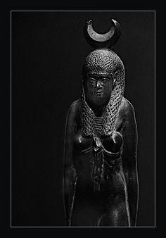 Egyptian.(380-342 BC).30th dynasty statue of hathor.