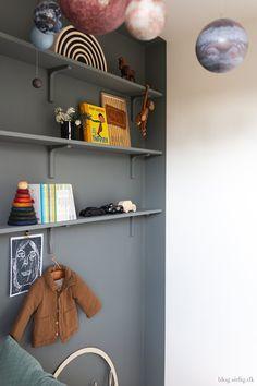 Shabby, Kids Corner, Kidsroom, Kid Spaces, Cool Baby Stuff, Boy Room, Kids Bedroom, Floating Shelves, Interior