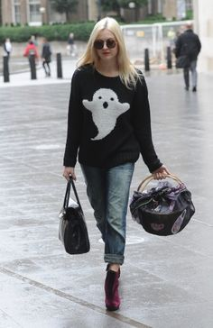 Boyfriend Jeans  + Oxblood heels!! #andhearts  kitschy sweaters.   Vogue Daily — Fearne Cotton