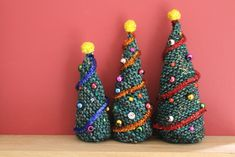 Knitted Christmas Trees - Free Knit Pattern - knitting is as easy as . Knitted Christmas Trees - Free Knit Pattern - Knitting is as easy as 3 Knitting boils down to three essential skil. Knitted Christmas Decorations, Knitted Christmas Stockings, Christmas Tree Pattern, Christmas Knitting Patterns, Easy Knitting Patterns, Free Knitting, Christmas Tree Ornaments, Christmas Crafts, Xmas
