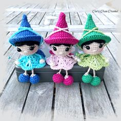 Crochet Diy, Crochet Patterns Amigurumi, Amigurumi Doll, Crochet Dolls, Crochet Hats, Crochet Mignon, Xmas Ornaments, Handmade Toys, Crochet Flowers