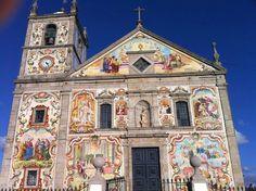 «A Igreja Paroquial de Válega, também referida como Igreja de Nossa Senhora do Amparo, localiza-se na freguesia de Válega, concelho de Ovar, distrito de Aveiro, em Portugal»