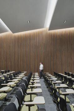 Dallas Morning News Office by Gensler - Office Snapshots Auditorium Architecture, Auditorium Design, Interior Architecture, Hall Interior Design, Hall Design, Piscina Hotel, Multipurpose Hall, Meeting Hall, Function Room